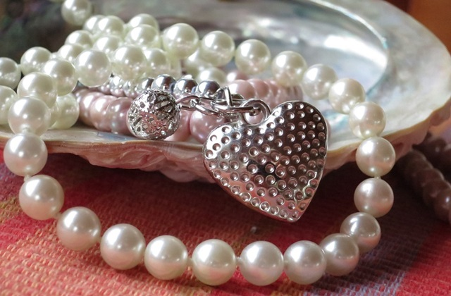 pearl-necklace-914424_960_720